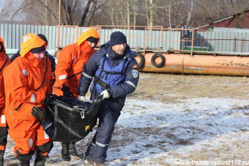Учения по оказанию помощи, терпящим бедствие на водоеме
